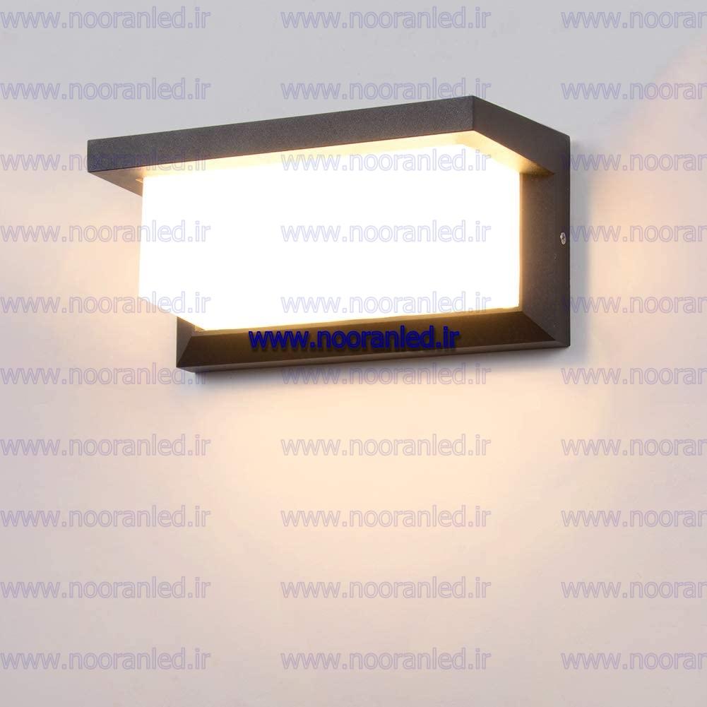 از نظر شکل و طرح، اکثر چراغ های ضد آب LED به صورت گرد یا چهارگوش ساخته می شود. عموماً رنگ نور چراغ ال ای دی ضد آب به صورت تک رنگ، RGB یا مولتی کالر می باشد که شایان ذکر است؛ مولتی کالر ترکیب گسترده ای از طیف های رنگی RGB می باشد.