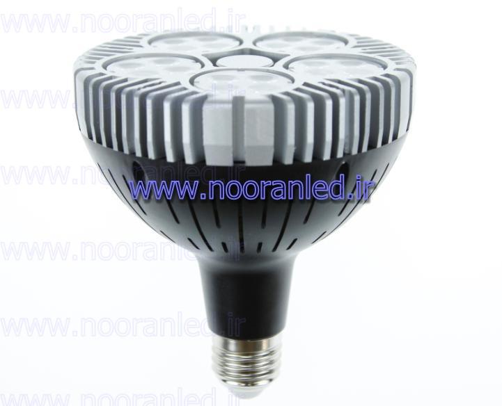 استفاده از لامپ ال ای دی 85 وات صنعتی علاوه بر کاهش 80 تا 90 درصدی مصرف انرژی، از نظر روشنایی نیز، نور یکنواختی داشته و سایه ایجاد نمی کند.
